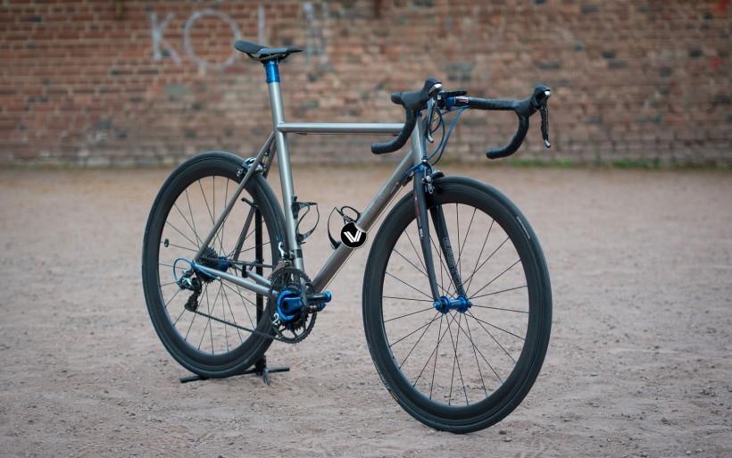 T1R Titan Rennrad mit integrierter Sattelstütze