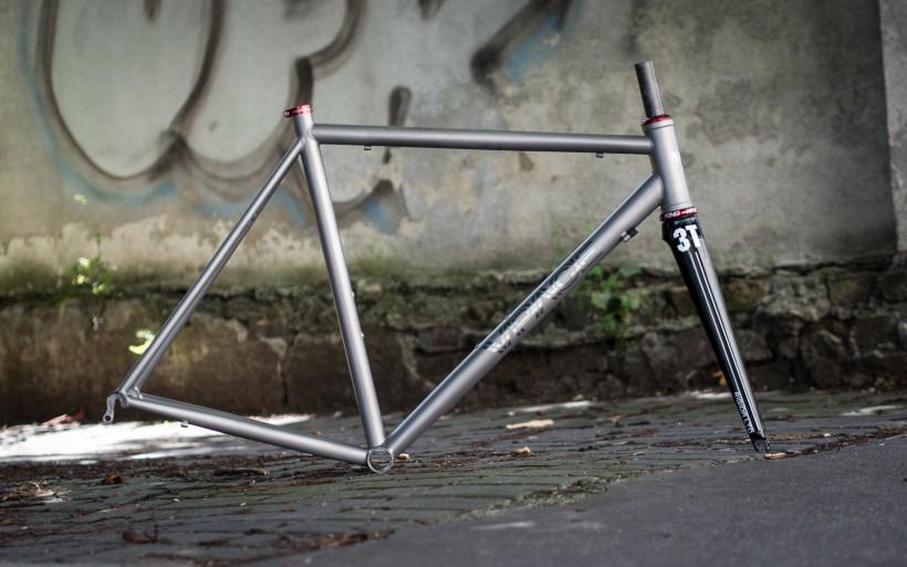 Der T1R Titan Rennrad Rahmen trifft auf Chris King in einem oversized Steuerrohr