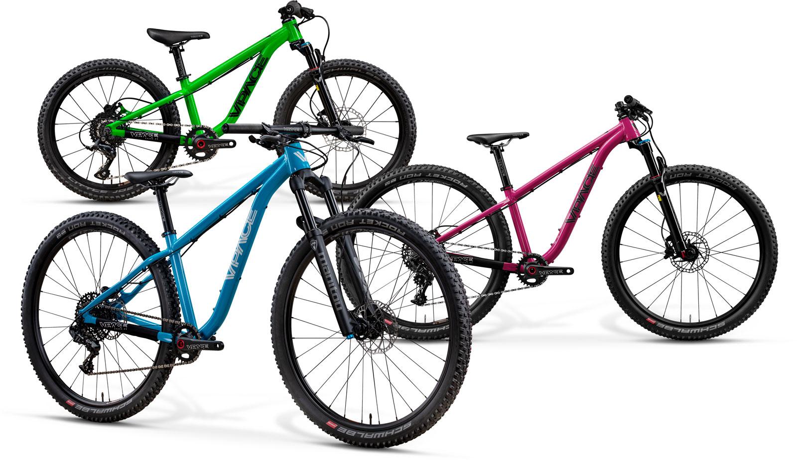 MAX275 in Trail Blau, MAX26 in Crazy Pink und MAX20 Trail Edition in Poison Grün.